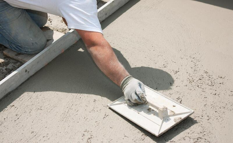 concrete expert doing concrete patio